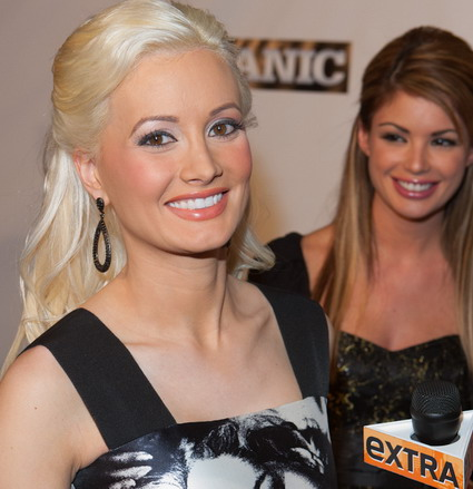http://www.womackphotography.com/celebrity-photos/holly-madison/1_26_11_mechanic_premiere_kabik-02.jpg